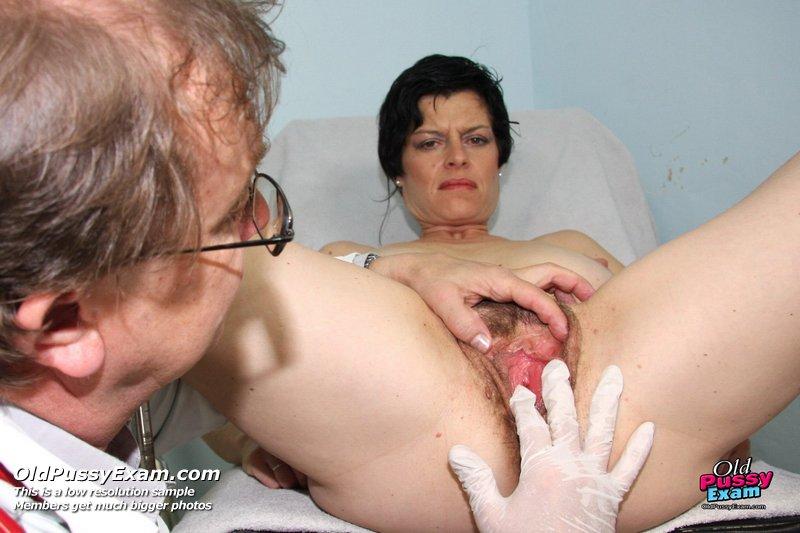 Amateur mature pantyhose photos