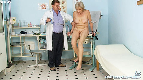 mature lady on gyno chair