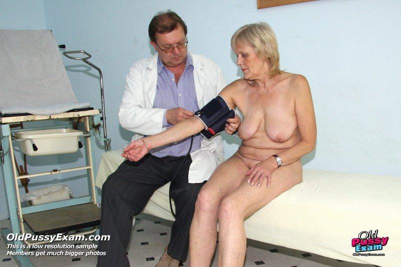 pozhilie-na-osmotre-u-ginekologa