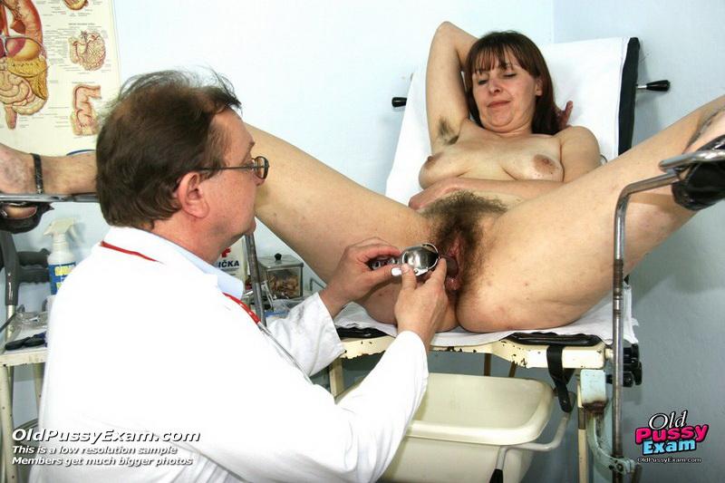 Толстые зрелые небритые у гинеколога порно фото