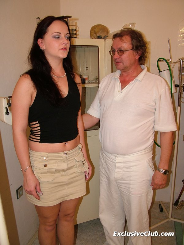 Rhoda visits pussy doctor for speculum examination 8