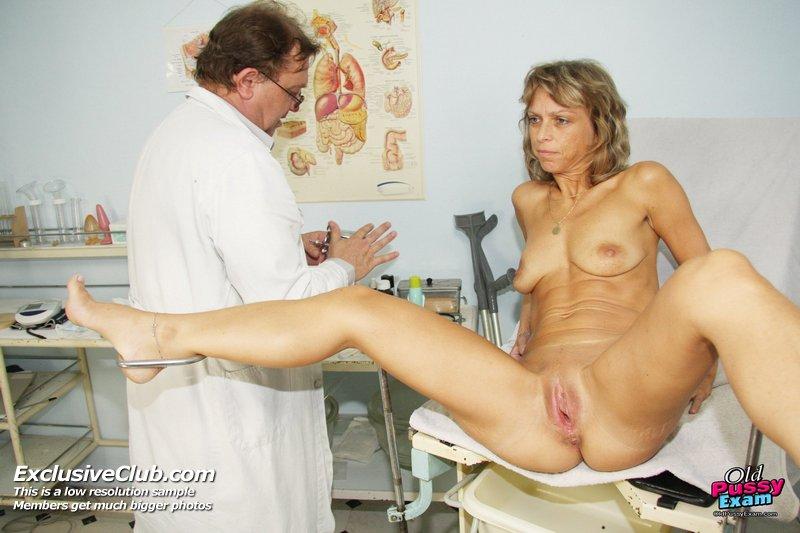ретро фото медосмотра голых зрелых женщин